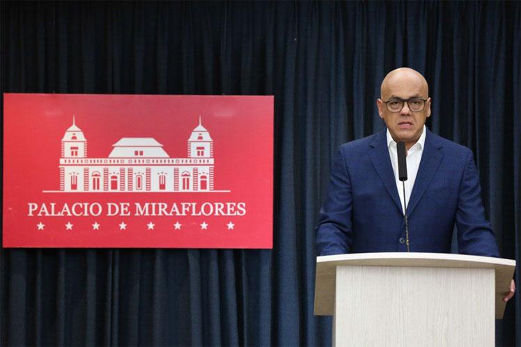 El próximo fin de semana la Fuerzas Armada Nacional Bolivariana reanudará las maniobras militares en una segunda etapa, aseguró Jorge Rodríguez. Foto: PL.