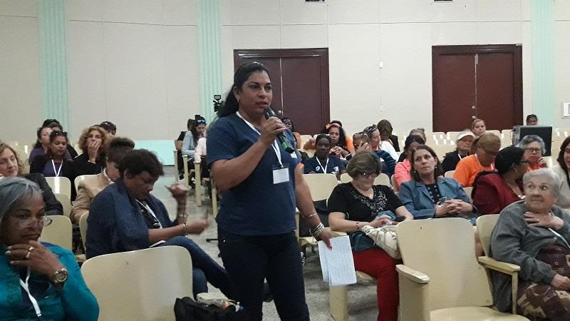 El diálogo entre generaciones formó parte de los debates. (Foto: Radio Rebelde)