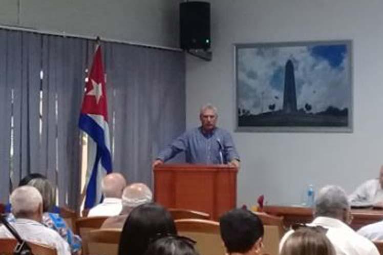 Díaz-Canel instó a aligerar la carga burocrática de procesos asociados a la inversión extranjera. (Foto: PL)