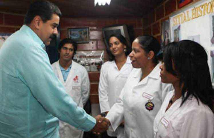 Maduro resaltó la labor desplegada por los galenos cubanos por más de una década en Venezuela. (Foto: PL)