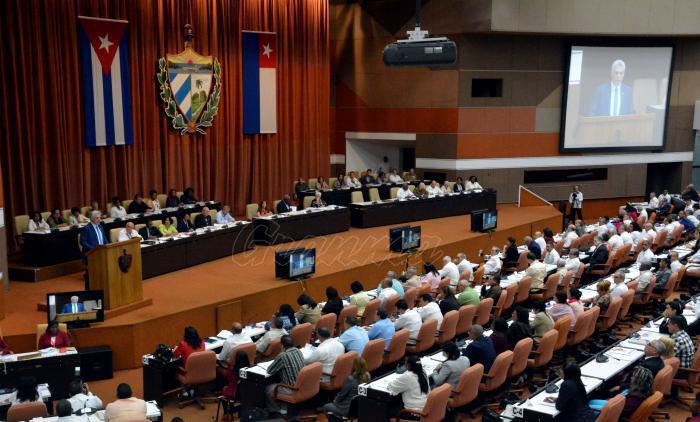 Díaz-Canel clausuró la tercera sesión extraordinaria del Parlamento en su IX Legislatura. (Foto: Juvenal Balán / Granma)