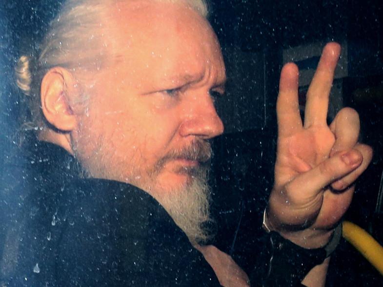 El Departamento de Justicia indicó que manejará el proceso de extradición de Assange.