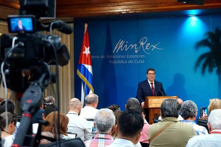 Bruno Rodríguez denunció que Washington instruye a sus embajadas en el mundo en sus ataques contra Cuba. (Foto: PL)