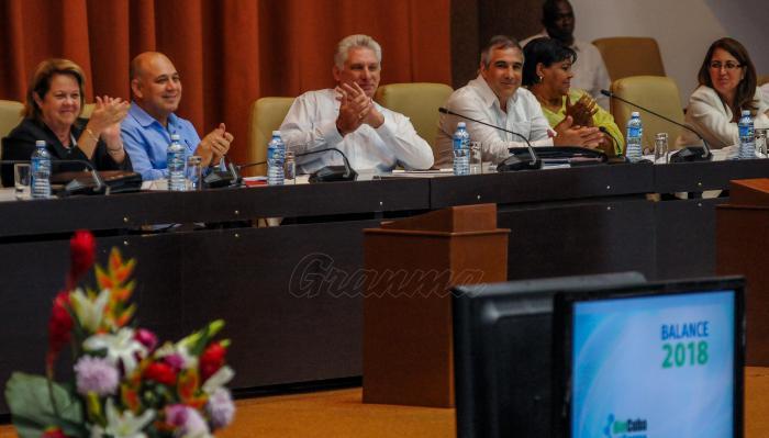 Díaz-Canel en el balance de BioCubaFarma. (Foto: Jose M. Correa / Granma)