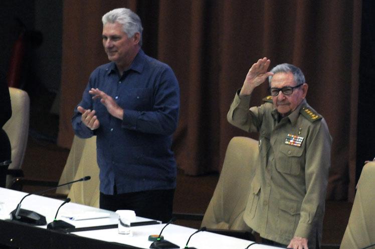 En presencia de Díaz-Canel y de  Raúl Castro, Machado Ventura exhortó a incrementar actitudes positivas para contribuir al avance económico. (Foto: PL)