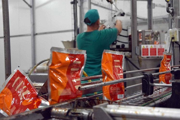 Cuba busca trazar una estrategia de inversiones que aseguren sustituir importaciones. (Foto: PL)