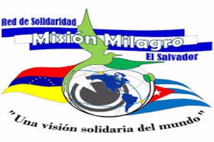 'Gracias al programa y a los médicos cubanos, que han venido a hacer el bien', reiteran los salvadoreños. (Foto: PL)