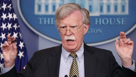 """Bolton se declaró """"encantado"""" de poder compartir con los mercenarios de Girón. (Foto: Reuters)"""