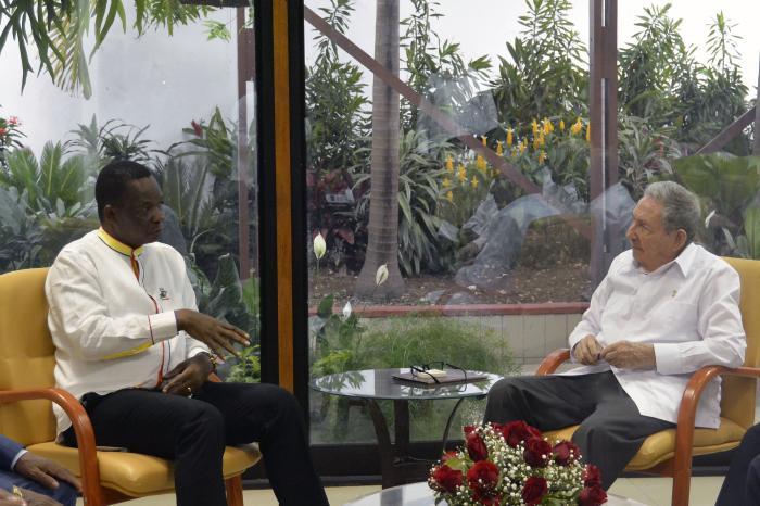 Raúl se reunió con el secretario general del Frente para la Liberación de Mozambique.