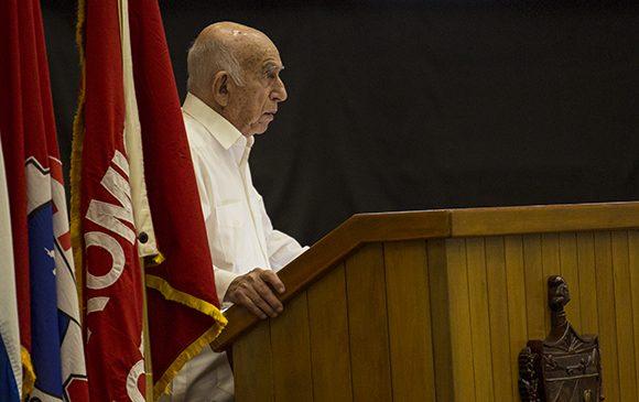 Para conservar las conquistas, hay que hacer un uso eficiente de todos los recursos, aseguró Machado Ventura. (Foto: Cubadebate)