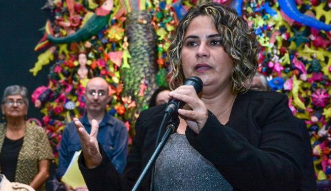 Yanetsy Pino Reina presentará su texto Hilando y deshilando: pactos no catastróficos entre identidad femenina y poesía.