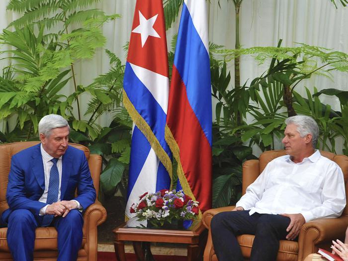 Díaz-Canel e Iván I. Mélnikov. (Foto: Estudios Revolución)