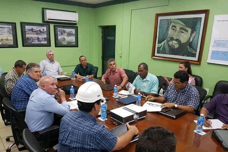 Díaz-Canel sostuvo un encuentro con directivos de la industría niquelífera en Moa. (Foto: PL)