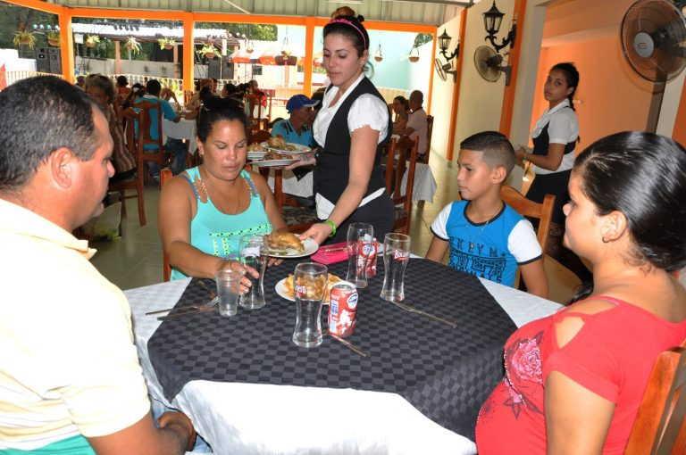 Todos los restaurantes de la provincia prestarán servicio de cena.