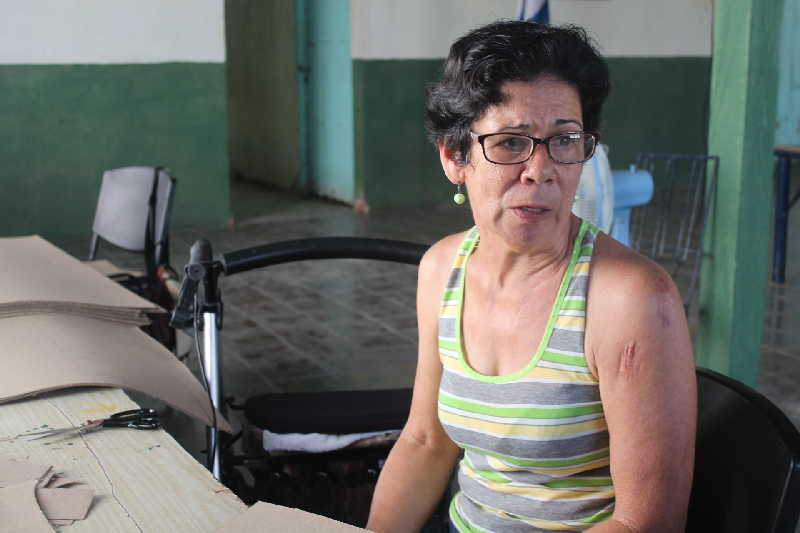 Nieves Ruiz Prieto manifiesta cuánto le aporta trabajar en el Taller de Discapacitados de Mayajigua.