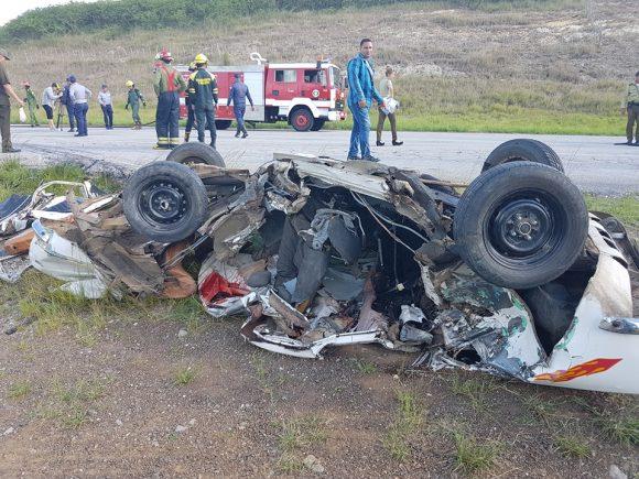 Tres muertos y cinco lesionados provocó el suceso ocurrido en la Autopista Nacional, próximo a Santa Clara. (Foto: PL)