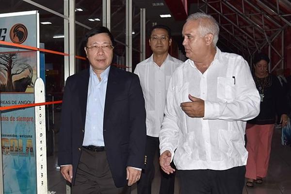 Vietnamese FM Arrives in Cuba on official visit