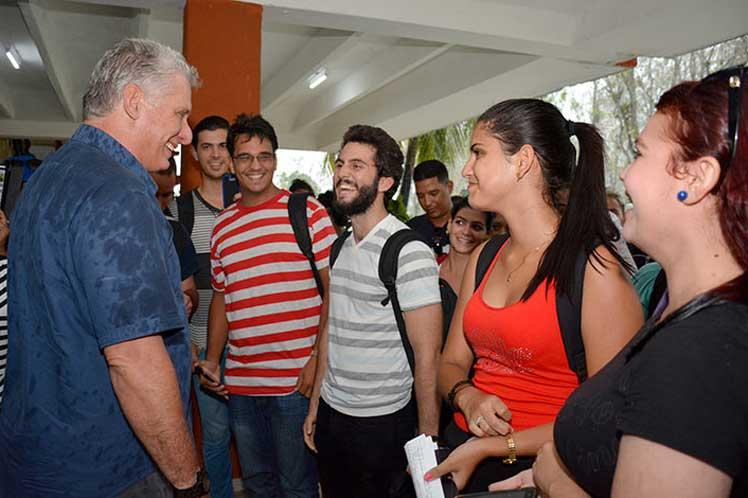 El presidente cubano convocó a fortalecer los vínculos Universidad-Industria. (Foto: PL)