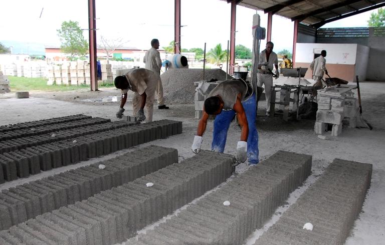 El aporte de la ciencia a la producción local de materiales también se incluyó en la agenda.