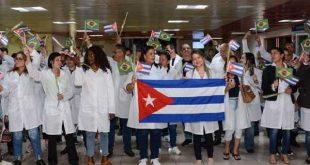 diaz-canel en recibimiento de medicos de brasil