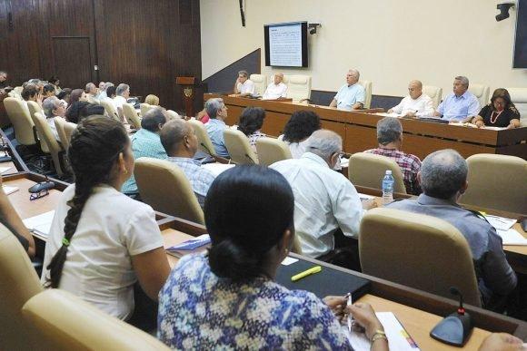 Díaz-Canel asistió a la reunión del Grupo de trabajo constituido para la atención a la recreación. Foto: Estudios Revolución.