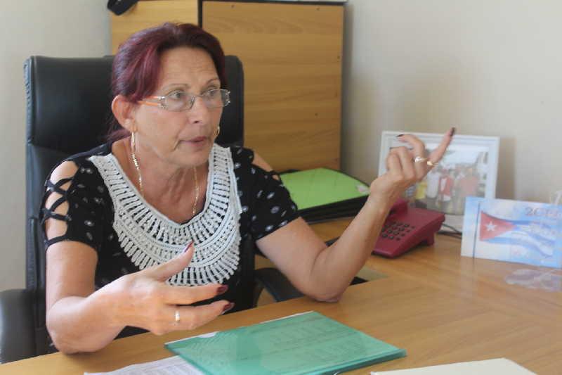 Raquel Pérez López constata la entrega de los discapacitados al proceso productivo de la EMPROVA.