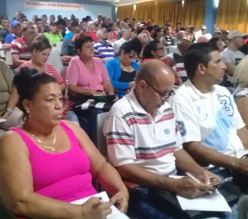 En el encuentro se reconocieron Consejos Populares y unidades productoras con buen desempeño en la producción de hortalizas y vegetales.