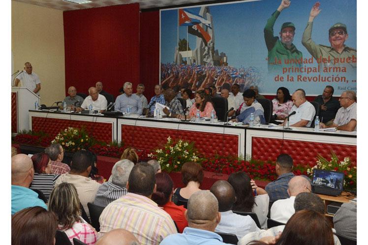 Díaz-Canel se pronunció por una administración pública y empresarial más eficiente. (Foto: PL)