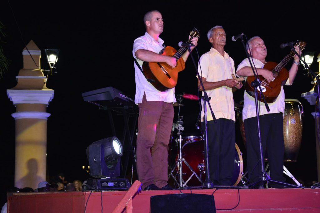 El trío de D´Gomez figuró entre las agrupaciones que aportaron melodías de siempre.