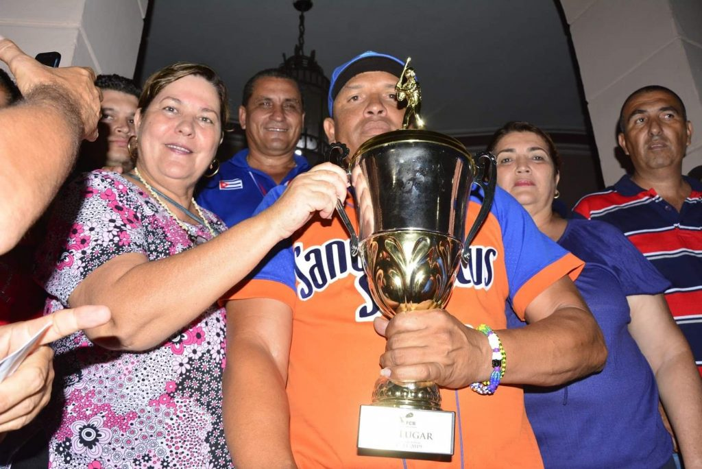 Las máximas autoridades de la provincia compartieron con los campeones.