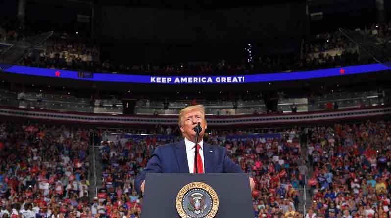 Trump pretendió presentarse como una víctima de los demócratas. (Foto: AFP)