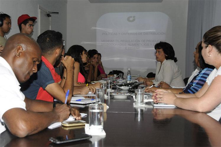 La ministra Betsy Díaz reiteró que la política del país no es incorporar productos a la canasta normada. (Foto: PL)