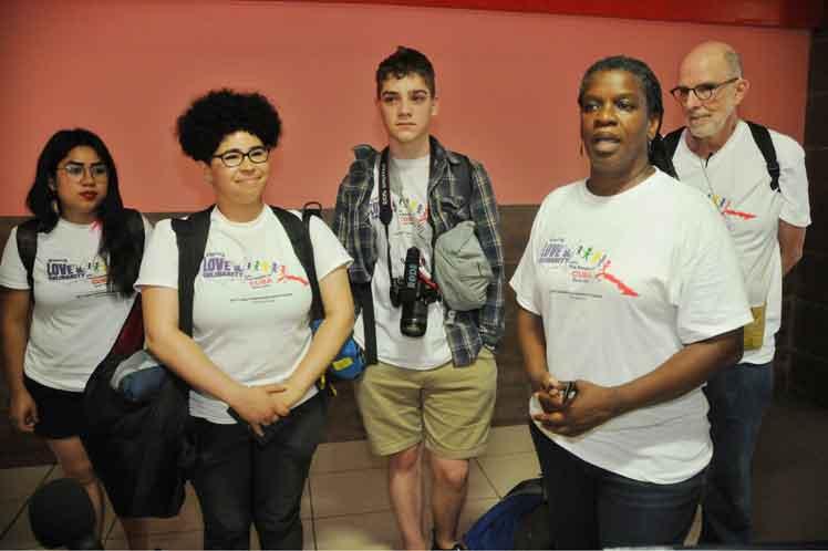 Prohibir el intercambio entre los pueblos es algo negativo, lamentó Gail Walker a su llegada a Cuba. (Foto: PL)