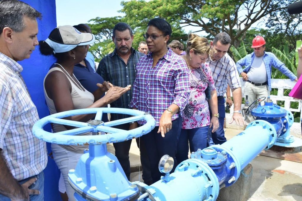 Chapman visitó una de las estaciones de bombeo de Trinidad. (Foto: Vicente Brito)