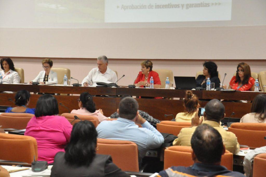 Díaz-Canel aseguró que los temas abordados se acercan a los problemas del país, lo que afianza la credibilidad y confianza en la Asamblea. (Foto @PresidenciaCuba)