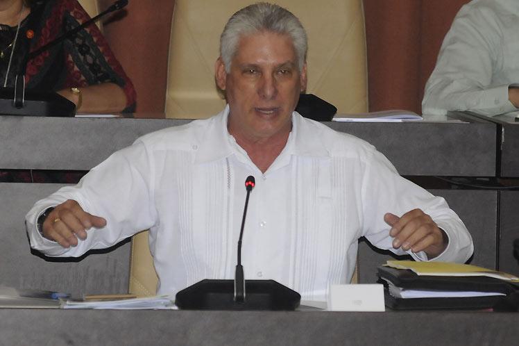 El mandatario cubano destacó la posibilidad de perfeccionar el pluriempleo en la isla. (Foto: PL)