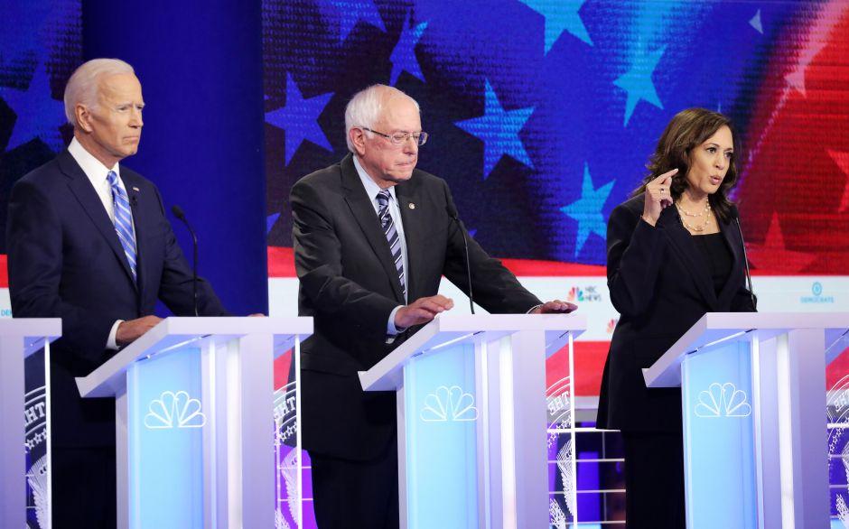 El  segundo debate demócrata se desarrolla en Detroit, Michigan.