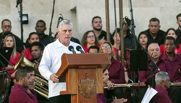 No nos dejaremos distraer con presiones y amenazas, aseguró el presidente cubano en Bayamo. (Foto: Abel Padrón / Cubadebate)