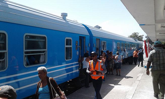 El nuevo tren circula desde hace varios días por el Ferrocarril Central. (Foto: ACN)