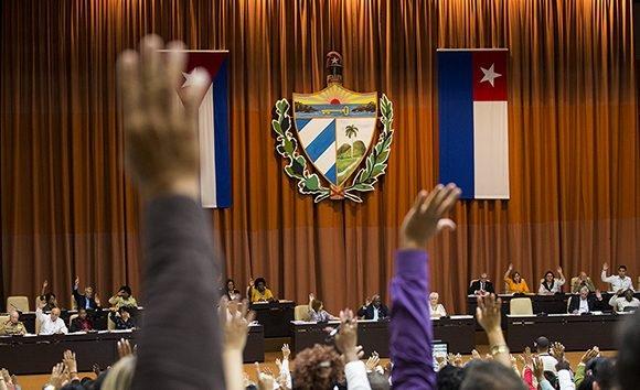 La aprobación del texto legislativo forma parte de los debates del  plenario del Parlamento cubano.  (Foto: Irene Pérez / Cubadebate)