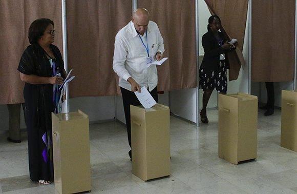 El Consejo Electoral Nacional fue elegido por el voto  directo y secreto de los diputados. (Foto: Cubadebate)