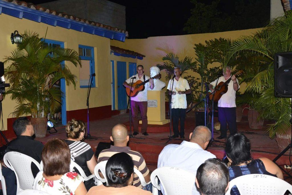 El patio de la Casa Museo de Serafín sirvió de escenario a la gala. (Fotos: Vicente Brito / Escambray)