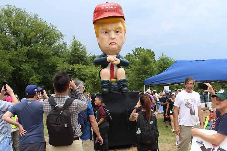 Cerca del lugar donde ocurrió la alocución, se celebró un festival contra las políticas de Trump. (Foto: PL)