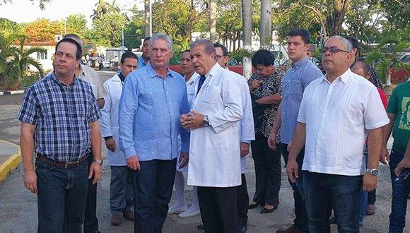 Díaz-Canel llegó hasta el Complejo Científico Internacional Ortopédico Frank País. (Foto: @PresidenciaCuba)