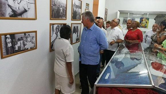 """Díaz-Canel visitó el Museo de la Alfabetización, ubicado en Ciudad Escolar """"Libertad"""". (Foto: @PresidenciaCuba)"""