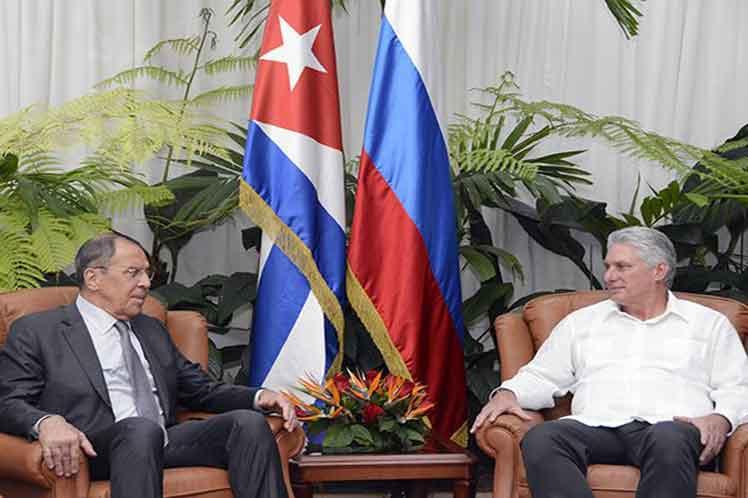 El presidente cubano y el canciller ruso coincidieron en la voluntad de trabajar por el continuo fortalecimiento de las relaciones. (Foto: PL)