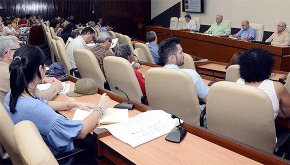 Díaz-Canel encabezó una reunión del grupo de trabajo encargado de la atención a la recreación. (Foto: Estudios Revolución)