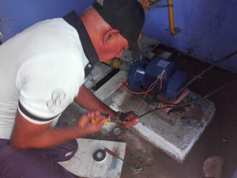 La instalación de electrobombas en miniacueductos de Fomento garantiza el servicio de agua en varias comunidades. (Fotos: Cortesía de Rafael Martín González)