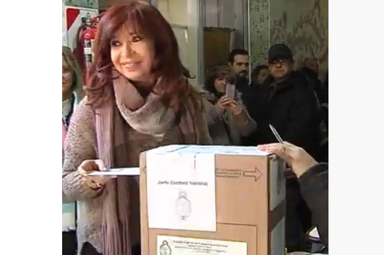 La expresidenta al momento de ejercer su voto en las primarias de este domingo. (Foto: PL)