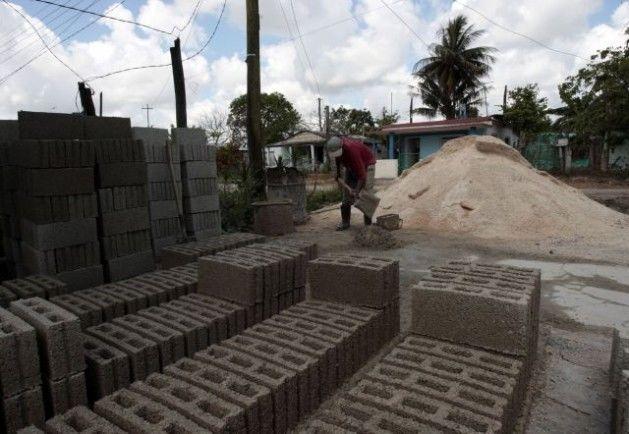 La producción local de materiales de construcción será vital para concretar el plan de vivienda del año en curso. (Foto: Mesa Redonda)